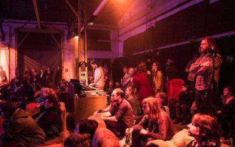 Publiczność w Łączniku podczas koncertu